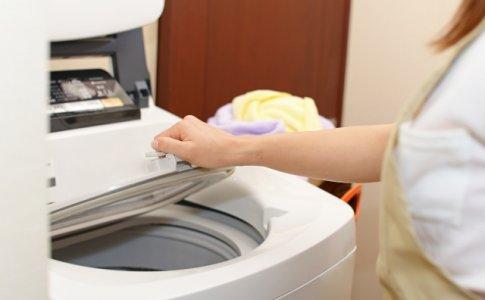 洗濯機と手